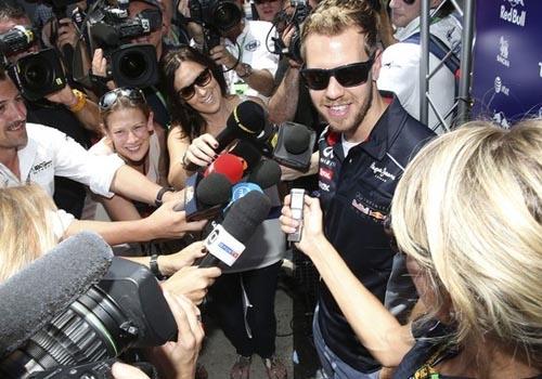 Sem pressão da briga por título, Vettel festeja volta ao Brasil: