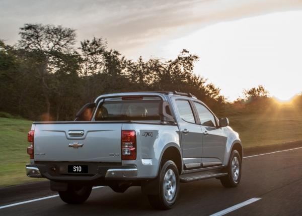 Líder, Chevrolet S10 ganha mudanças na linha 2014 que a deixaram mais robusta
