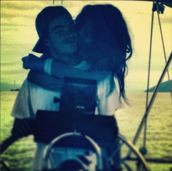 Nanda Costa posta foto romântica beijando novo affair