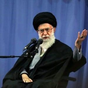Aiatolá Ali Khamenei felicita e dá sinal verde ao acordo de Genebra