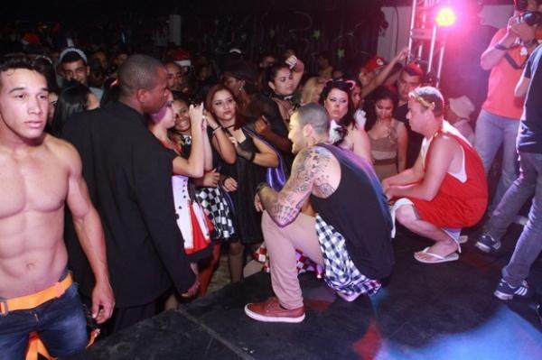 Aryane Steinkopf agita festa que tem Felipe Titto como convidado