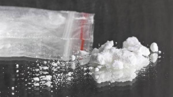 Idoso encontra pacotes de cocaína chegando em mala no mar, no Japão