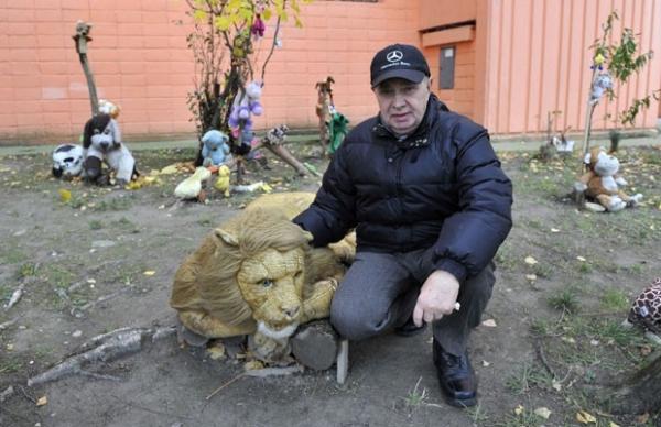 Aposentado eslovaco abre zoolico com bichos de pel昱ia em Bratislava