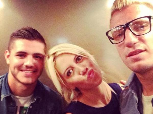 Atacante da Inter posta foto na cama com ex-mulher do amigo Maxi Lez