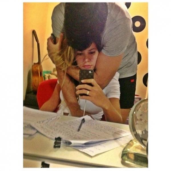 Ex-BBB Adriana estuda até 4h da manhã e ganha apoio de Rodrigão