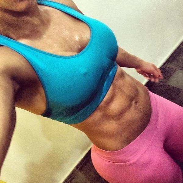 Gracyanne Barbosa exibe tanquinho:
