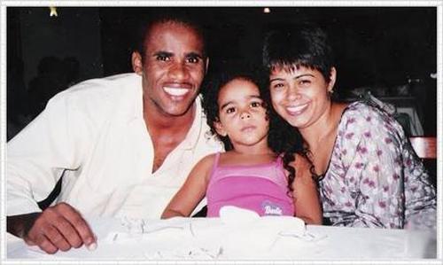 Buchecha dança a valsa de 15 anos da filha de Claudinho, morto há 11 anos