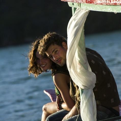 Isis Valverde e Cauã Reymond vivem romance em série. Veja as primeiras fotos