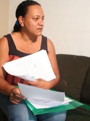 Mãe pede ajuda para cobrir gastos da filha que ficou cega em escola
