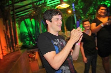 Mateus Solano quer processar dono de perfil falso no Facebook, diz jornal