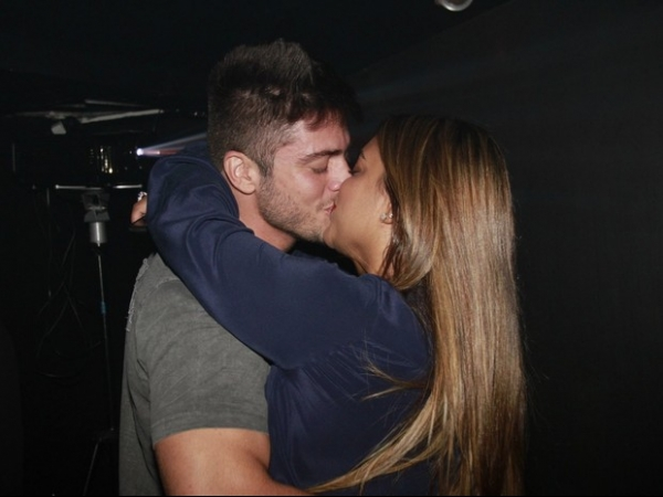 Preta Gil troca beijos e fala sobre namoro: