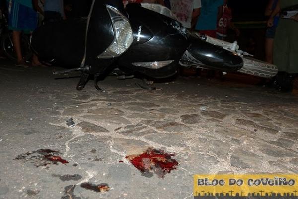 Colisão entre carro e moto deixa mulher com fratura exposta no centro de Cocal