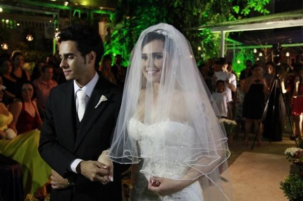 Perlla e Cassio Castilhol se casam em cerimônia religiosa no Rio