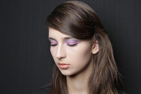 Passo a passo: saiba como usar duas sombras coloridas nos olhos