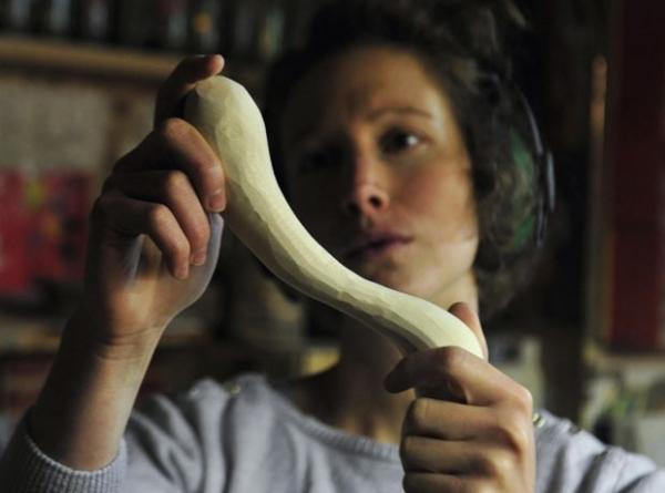 Designer faz brinquedos sexuais com madeiras exóticas na Eslovênia