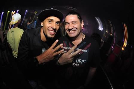 Festa do Flamengo pelo tri da Copa do Brasil teve samba e presença de Vagner Love: veja os bastidores