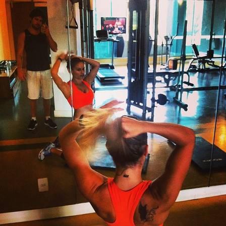 Ex-BBB Natália Casassola conta a fórmula para manter os 58kg: ?reeducação e malhação?