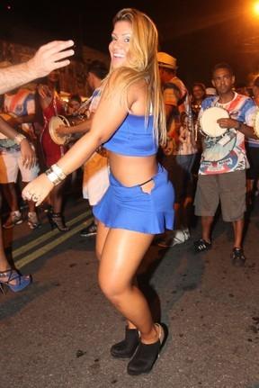 Roupa rasga e Mulher Filé mostra demais em noite de samba