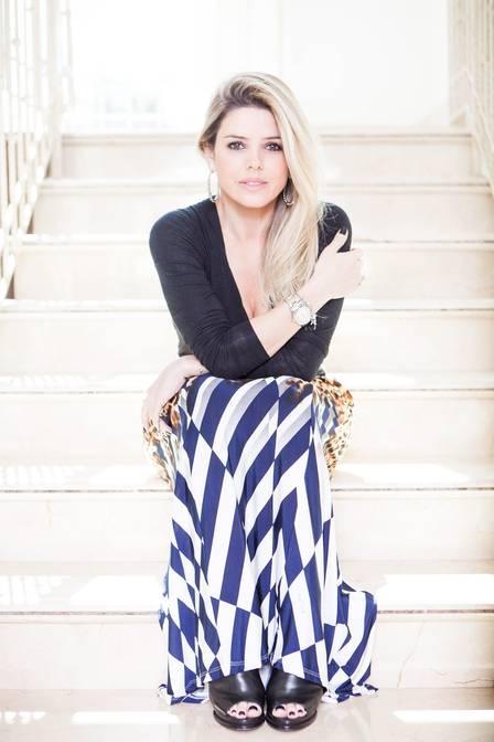 Belíssima aos 40 anos, Mari Alexandre diz que não vive da pensão do ex, o cantor Fábio Jr.: ?Arco com as minhas despesas?