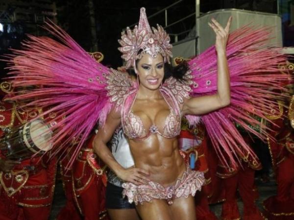 Gracyanne Barbosa volta à Mangueira como destaque de chão para o Carnaval 2014