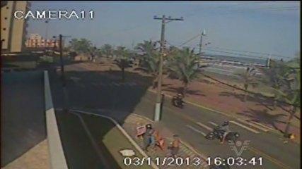 Imagens mostram turista sendo morto por assaltante ao defender o irmão