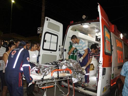 Quatro pessoas ficaram feridas em um acidente de moto