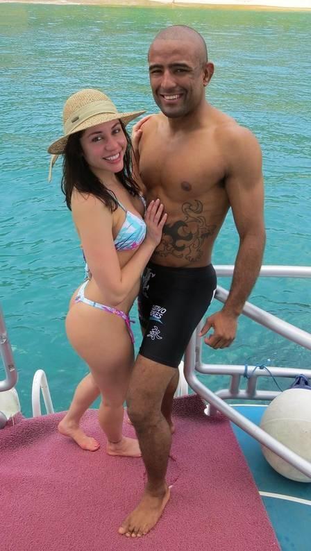 Ex-BBB Maria deixa UTI do hospital após cirurgia de câncer e noivo promete vencer luta no tatame por ela