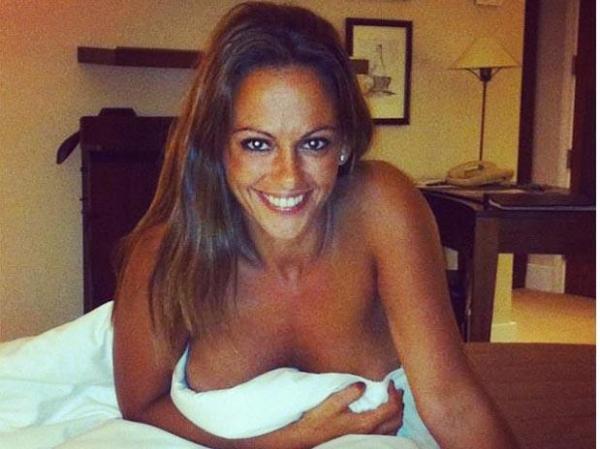 Ex-namorada de Cristiano Ronaldo exagera em sensualidade e publica fotos nua em rede social