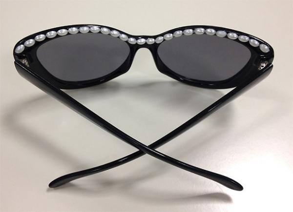 Fa軋 em casa: os ulos escuros de p駻olas da Chanel