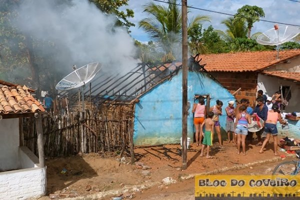 Curto circuito causa incêndio e destrói casa; família precisa de ajuda em Cocal