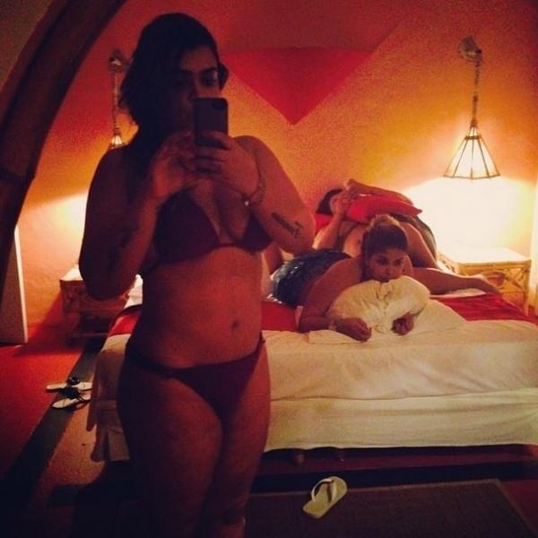 De férias na Bahia, Preta Gil faz mergulho e exibe boa forma