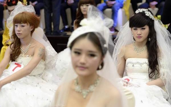 Maquiadores transformam homens em mulheres em competição chinesa; fotos