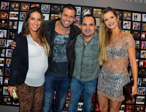 Henri Castelli leva a namorada grávida a show de Zezé Di Camargo e Luciano