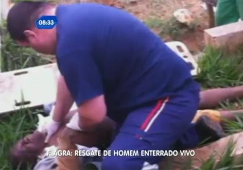 Homem flagrado saindo de cova diz que se enterrou porque estava deprimido