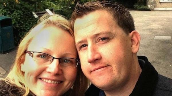 Homem procurado há 7 anos no Reino Unido é preso após vencer concurso de casamento