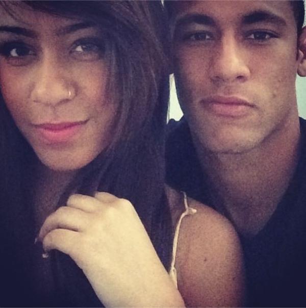 Versão feminina? Neymar posta foto ao lado da irmã muito parecida e fã brinca