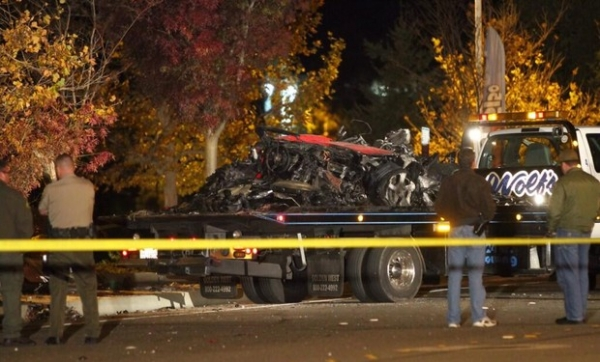 Ap acidente, carro em que Paul Walker estava  retirado do local
