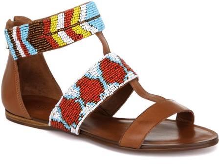 Estampas, maiôs tipo body e as peças em couro são tendência para o verão