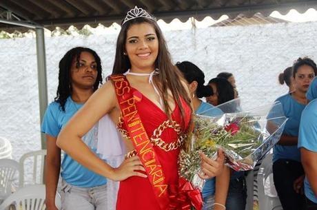 Ganhadora do miss Penitenciária 2013 diz que fez dieta com frutas para o concurso
