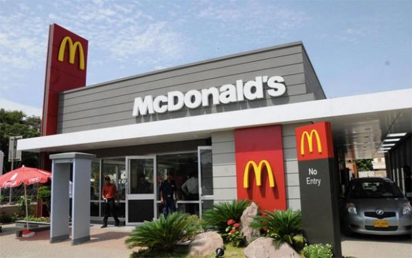 Casal recebe saco cheio de dinheiro no lugar do café da manhã em drive-thru do McDonalds