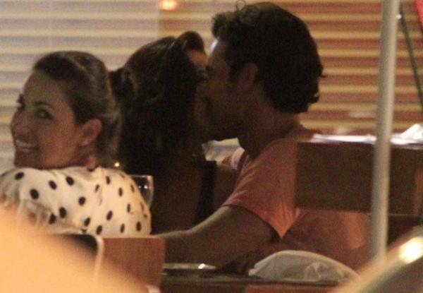 Mariana Rios troca beijos em restaurante do Rio de Janeiro