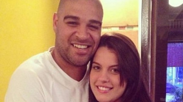 Adriano Imperador termina namoro de um mês por causa da ex-noiva grávida