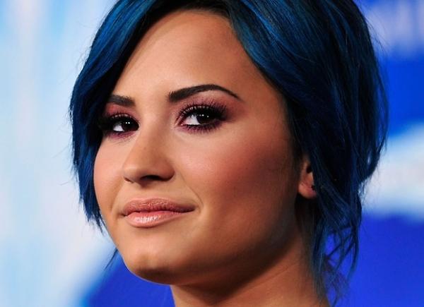 Demi Lovato diz que irmã caçula a ajudou no período de reabilitação