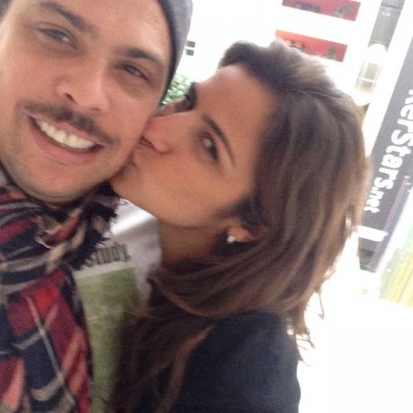 Noivo, Ronaldo posta foto romântica com Paula Morais
