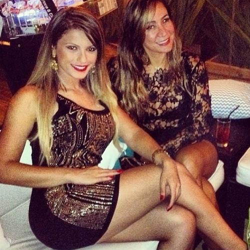 Babi Rossi posta foto usando vestido curtinho e com as pernas de fora