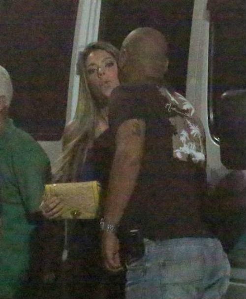 Luan Santana traz uma loiraça escondida dentro de van; fotos!