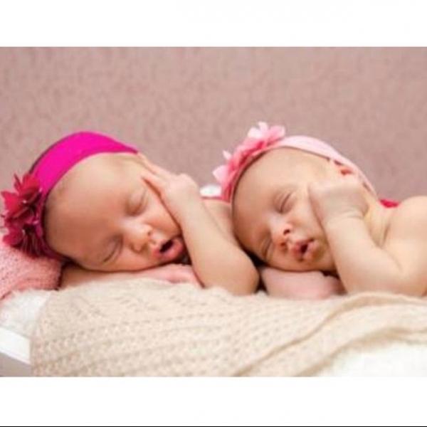 Natalia Guimarães mostra foto de ensaio de gêmeas