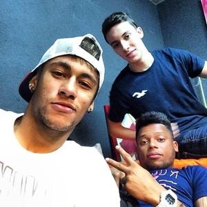 André posta foto jogando sinuca com Neymar: