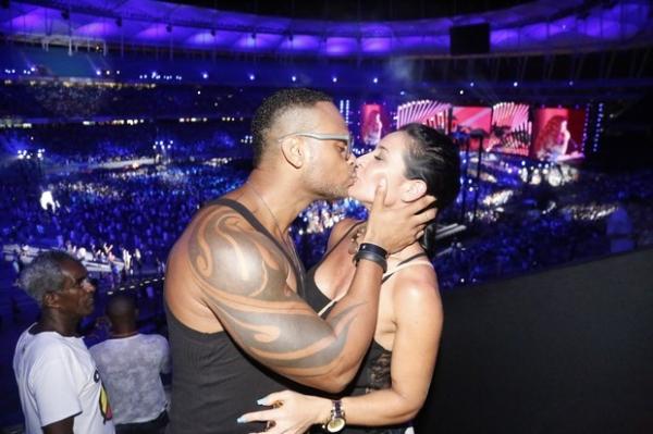 Na base do beijo! Famosos beijam muito em show de Ivete Sangalo