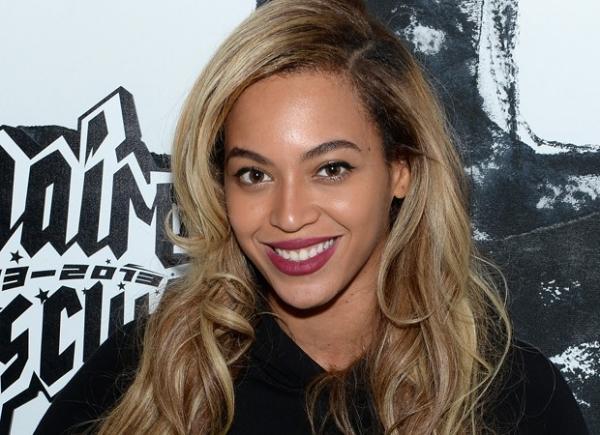 Álbum surpresa de Beyoncé vende quase 850 mil cópias no fim de semana